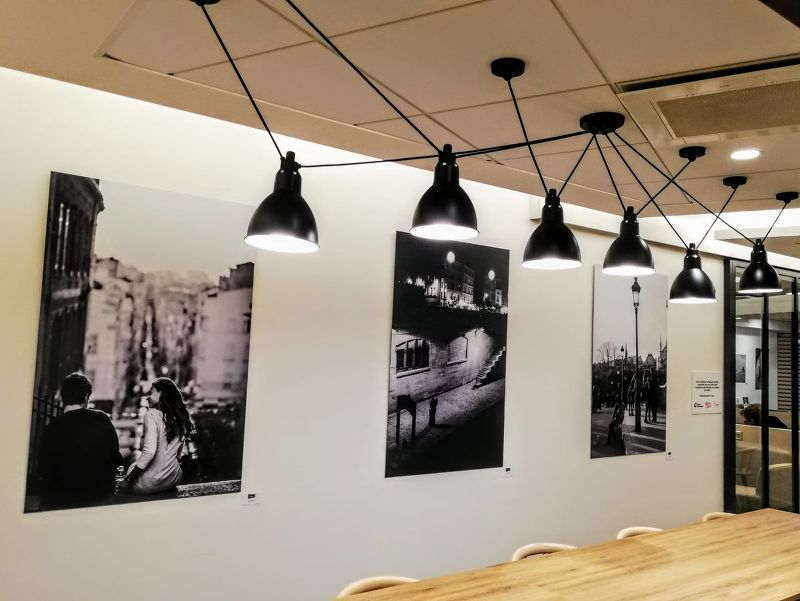Disposition en galerie dans un espace cafétéria