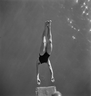 Plongeon, piscine Molitor, vers 1930 © Gaston Paris / Roger-Viollet