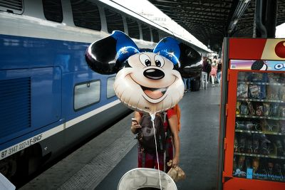 Minnie prend le train, Gare de l'Est